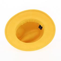 chapeau feutre laine jaune
