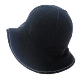 black fleece woman's hat