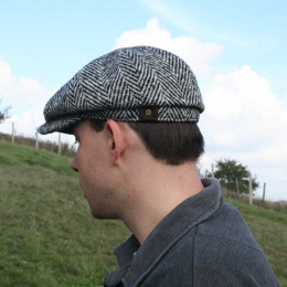 Classic black and white hatteras cap